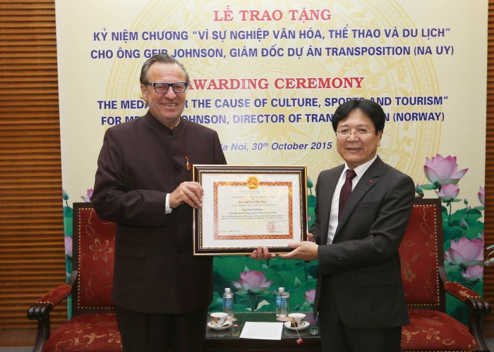 Geir Johnson tildelt ærespris i Vietnam
